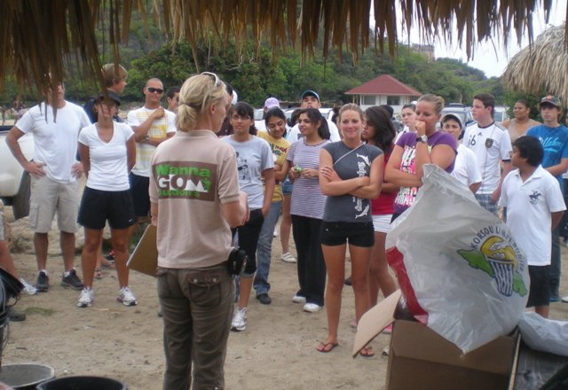 WannaGo Outdoors clean up Caracasbaai Curacao